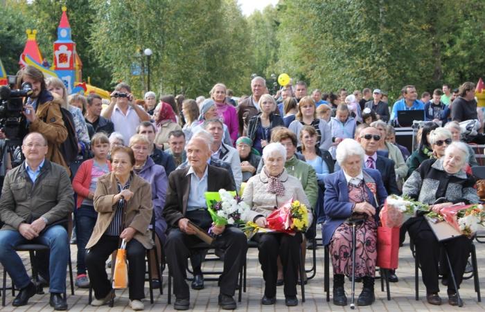 Алексей Русских поздравил с праздником жителей Высоковска и Осташёво