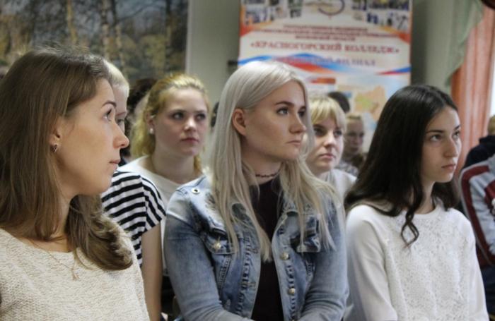 В Шаховской депутат Русских встретился с молодежью и пенсионерами