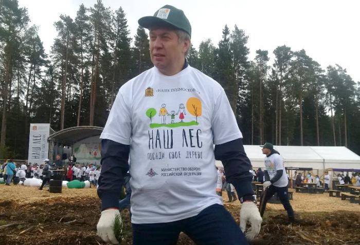 Алексей Русских принял участие в областной акции по посадке деревьев