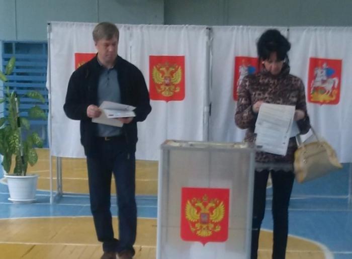 Алексей Русских проголосовал на избирательном участке в Клину