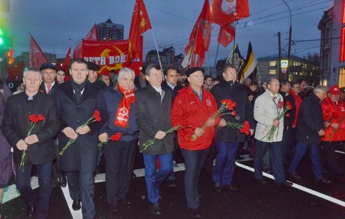 Мы всё помним... В Москве прошли митинг и шествие, посвященные трагическим событиям 1993 года.