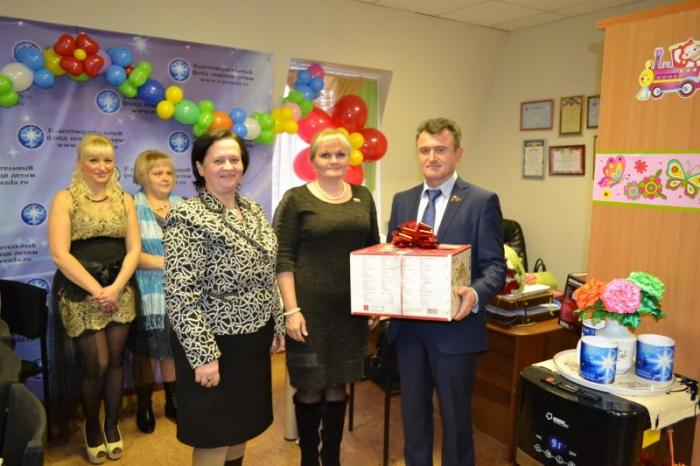 Василий Мельников поздравил многодетных мам с Днём матери