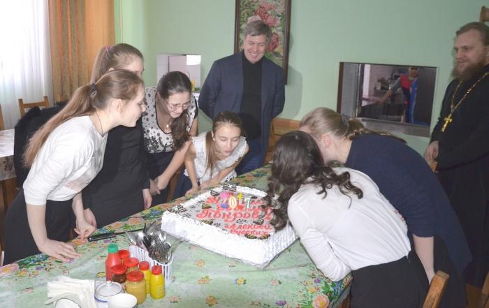 Алексей Русских поздравил детей православного приюта «Покров»