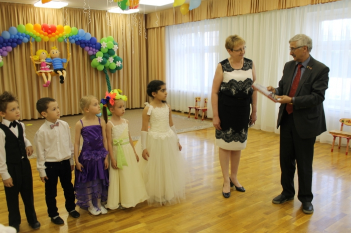 Одинцово: Александр Галдин поздравил воспитанников детского сада № 14