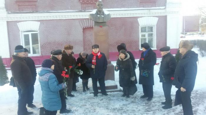 Раменские коммунисты почтили память вождя мирового пролетариата