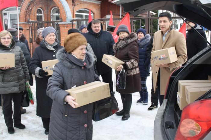 Электрогорские коммунисты жителям Донбасса