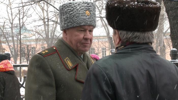 Великий подвиг Красной Армии пускай история хранит!