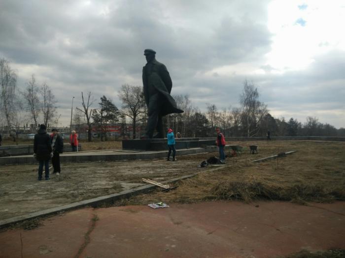Традиционный субботник в Горках Ленинских