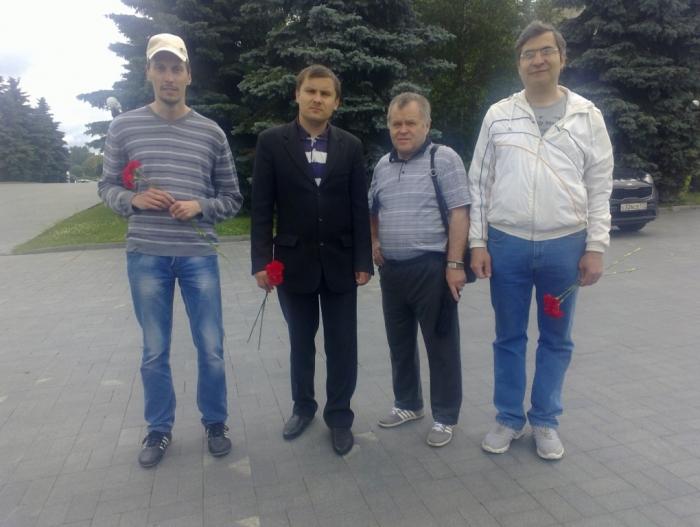 Подольские коммунисты приняли участие во Всероссийской акции «Цветы для генерала Льва Рохлина, 2017»