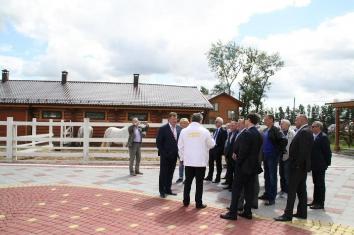 Под руководством В.И. Кашина на территории ЗАО «Совхоз имени Ленина» состоялось выездное заседание Комитета Госдумы по аграрным вопросам