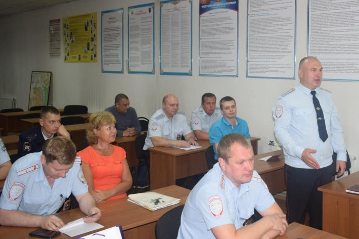 Депутат Александр Наумов поздравил домодедовцев с двумя профессиональными праздниками