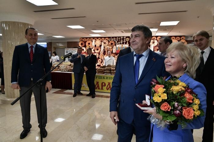 В Мособлдуме открылась выставка «Золотая осень Подмосковья»
