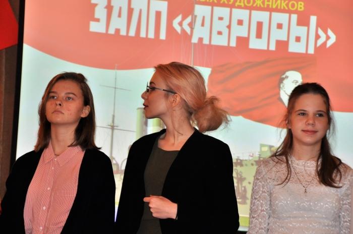 Да здравствует 100-летие Великой Октябрьской социалистической революции, изменившей мир!