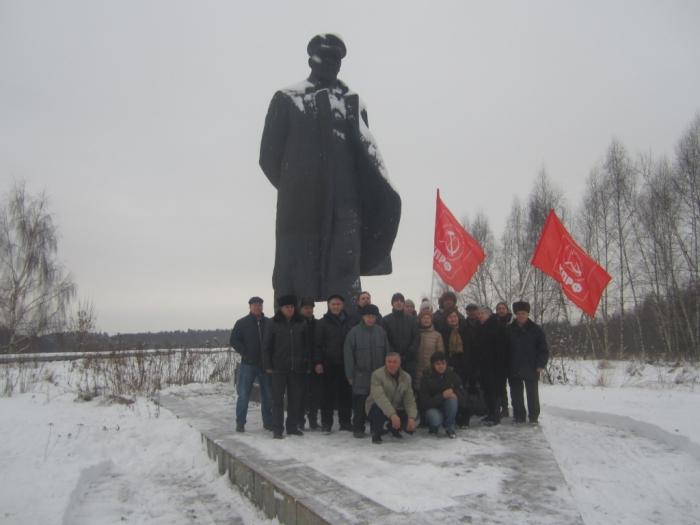 Дело Ленина живёт и побеждает!