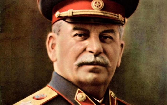 Имя Сталин в веках будет жить!