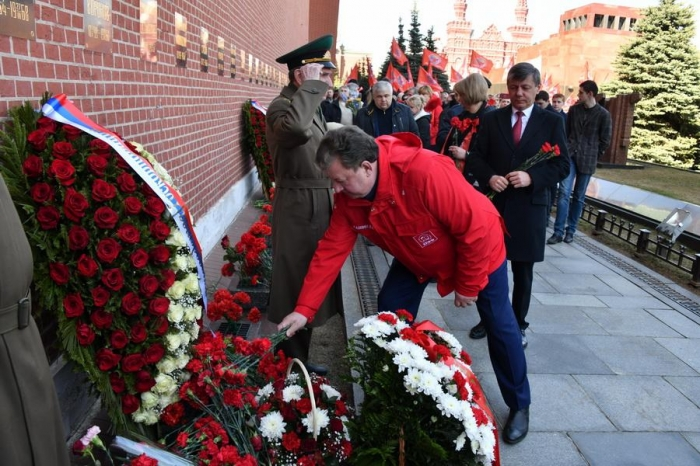 В День космонавтики коммунисты возложили цветы к могилам С.П. Королева и Ю.А. Гагарина у Кремлевской стены