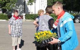 Лотошинские коммунисты привели в порядок памятник В.И. Ленину