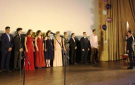 Депутат Мособлдумы Василий Мельников поздравил выпускников с окончанием школы