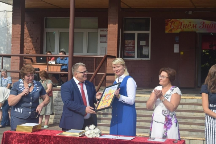 В День знаний Александр Наумов принял участие в торжественной линейке в  школе №15  городского округа Подольск