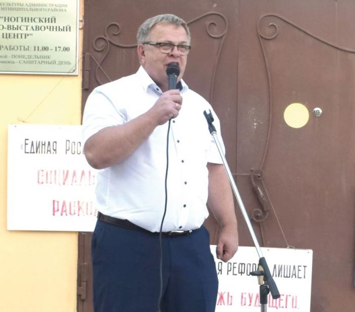 Александр НАУМОВ: Пусть Медведев со своими опричниками посмотрит, сколько новых могил на кладбище
