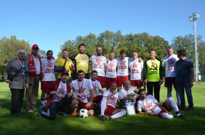КПРФ-«Выстрел» победил в районном футбольном турнире 40+