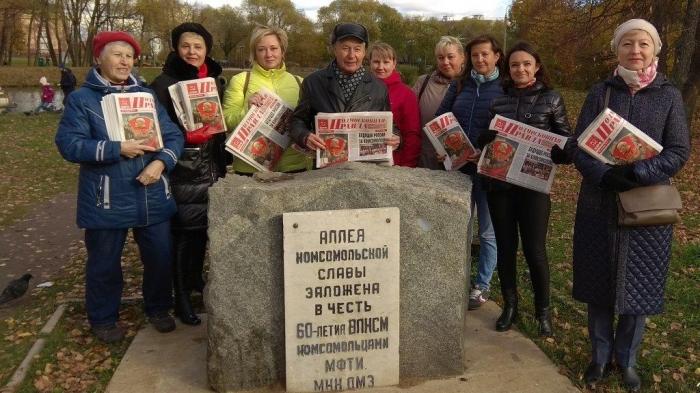 Празднование 100-летия ВЛКСМ коммунистами Долгопрудного
