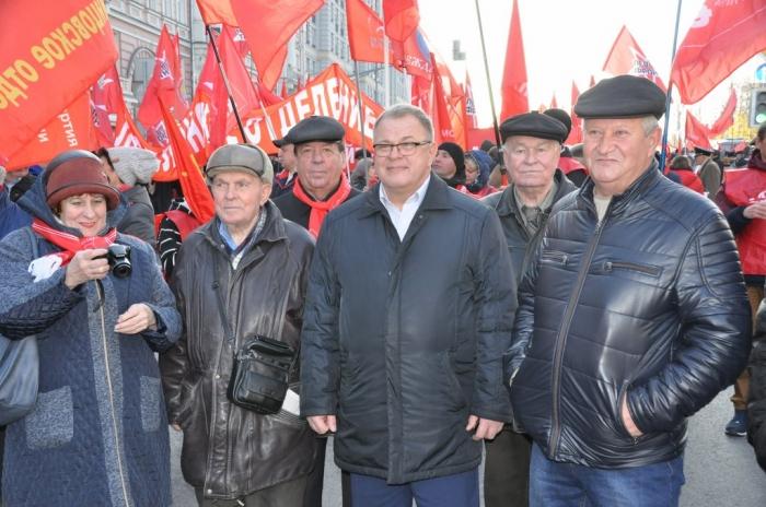 Да здравствует Великий Октябрь и новые победы во имя социализма!