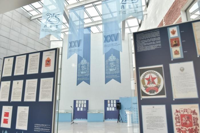 Николай Васильев принял участие в выставке, посвящённой 25-летию Мособлдумы