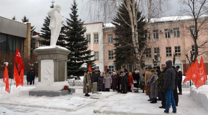 95 лет со дня открытия первого в мире памятника В.И. Ленину