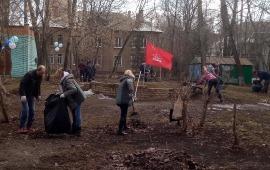Коммунисты Королёва провели субботник в историческом квартале города