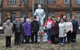Памятники В.И. Ленину на территории Серпуховского завода «Металлист»