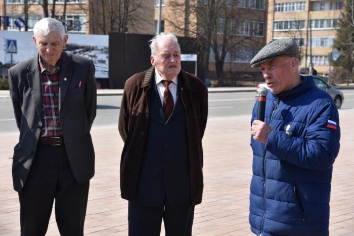 Лотошинские коммунисты возложили цветы к памятнику Ленина
