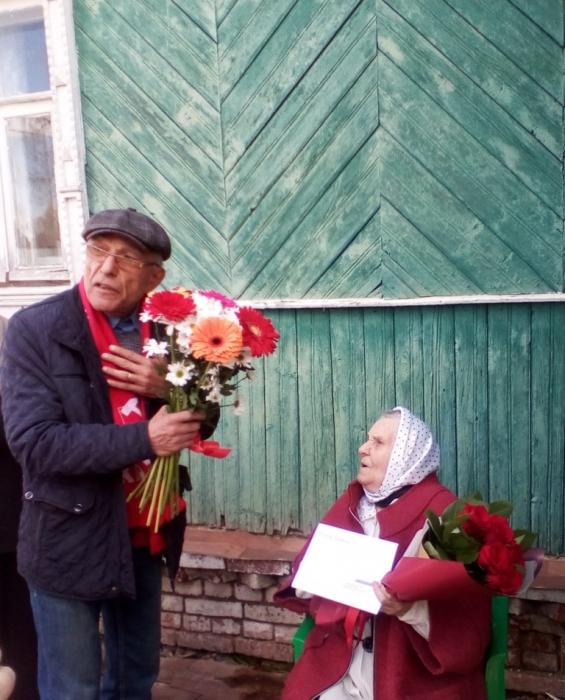 Старикам – почет и уваженье
