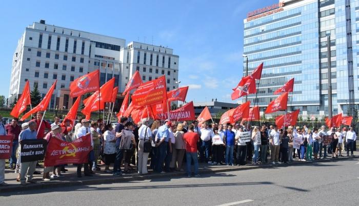 У Мособлсуда прошла акция в поддержку Павла Грудинина и против рейдерского захвата Совхоза имени Ленина