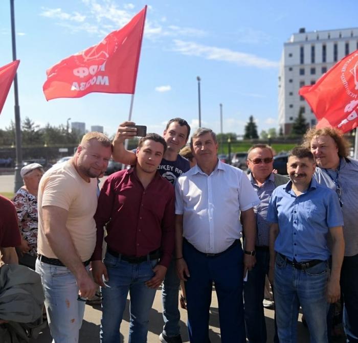 Клинский ГК КПРФ принял участие в акции у здания Московского областного суда