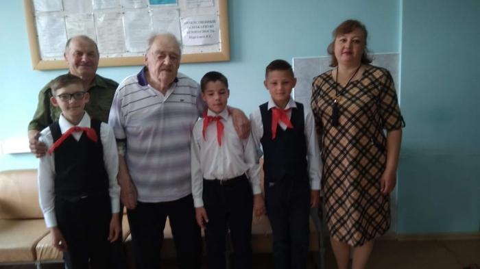 Коммунисты Лотошино совместно с ветеранами провели встречу с юнармейцами