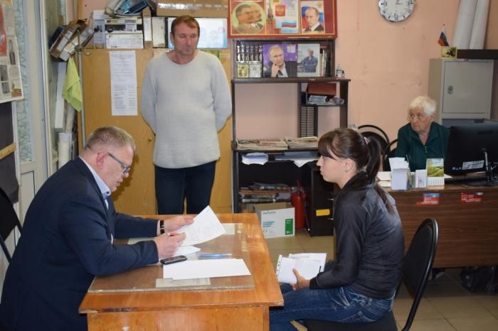 Депутат-коммунист Александр Наумов провёл приём граждан в Озёрах