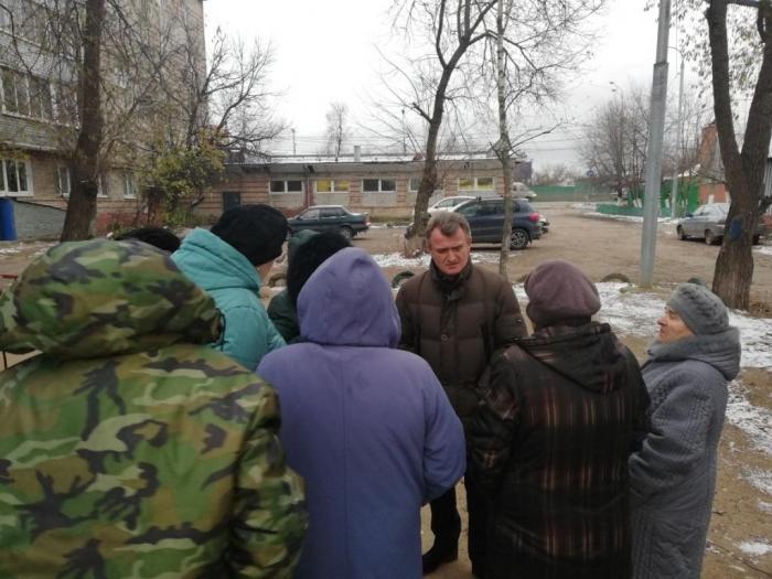 Василий Мельников встретился с жителями дома 70 на ул. Московская мкр. Жегалово