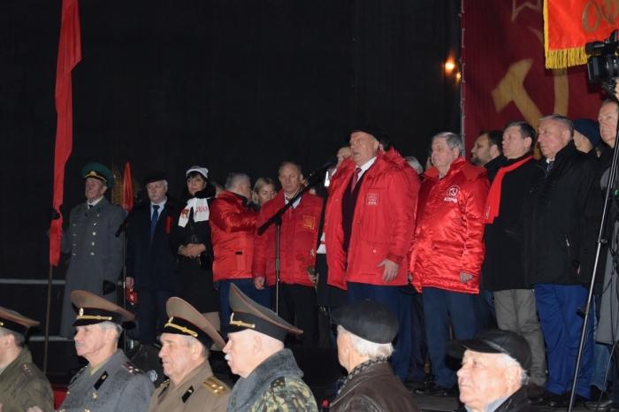 Знамени Великого Октября 1917 года – Слава!
