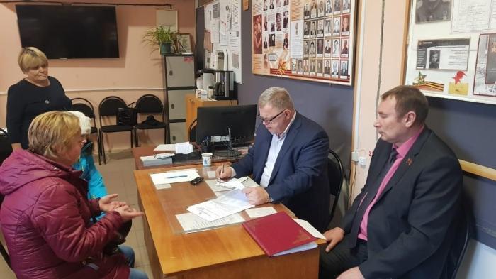 Депутат-коммунист Александр Наумов провел прием граждан в Озёрах