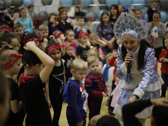 Молодёжное отделение КПРФ г.о. Балашиха организовали новогодний праздник для детей