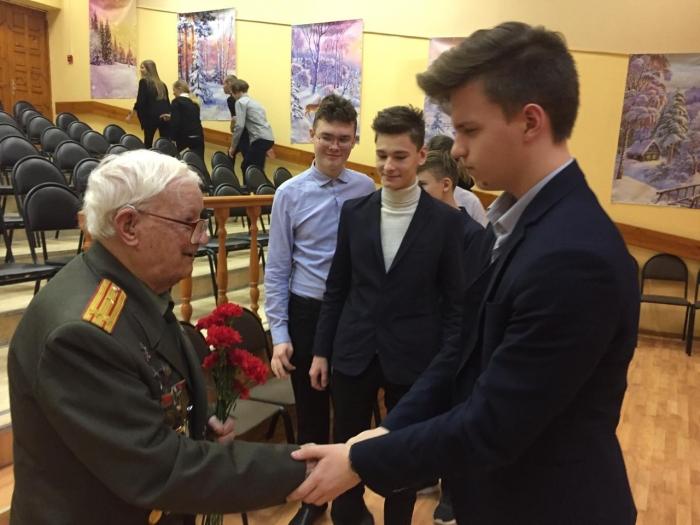 Коммунисты провели Урок мужества в гимназии Королёва