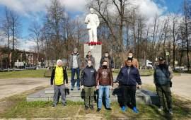 Клинские коммунисты возложили цветы к памятнику В.И. Ленина