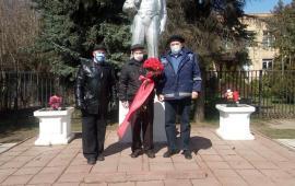 Солнечногорские коммунисты возложили цветы у памятника В.И. Ленину
