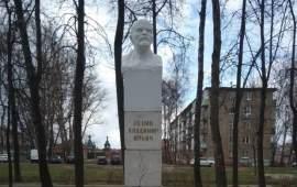 Коммунисты Воскресенского округа возложили венки, гирлянды и цветы к памятникам В.И. Ленина