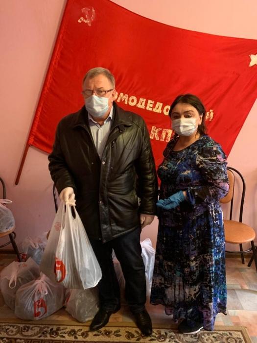 Депутат-коммунист Александр Наумов в г.о. Домодедово передал продукты поколению «Детей войны»