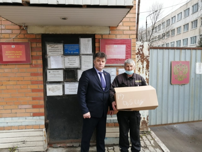 Щёлковский ГК КПРФ перед праздником Пасхи раздали праздничные куличи