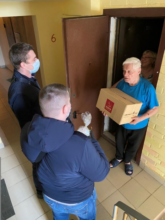 МК КПРФ продолжает помогать пожилым людям и малообеспеченным семьям, находящимся в самоизоляции