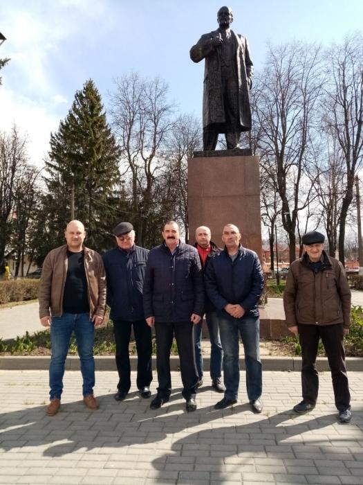 «Дело Ленина живет»: в подмосковном Зарайске возложили цветы к памятнику вождю мирового пролетариата