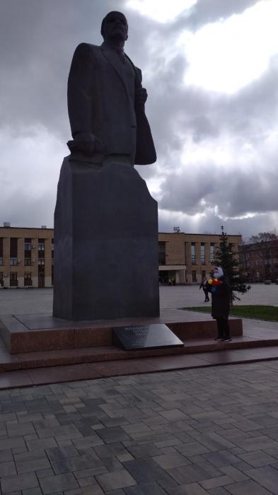 Домодедовские коммунисты возложили цветы к памятнику Ленина